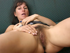 Carmen stuffs her bush on the couch