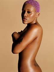Female rapper Eve shows both her tits and her nipples