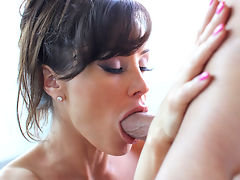 Mature MILF knows what she wants.