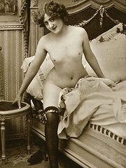 Several brunette ladies from the 1920s naked