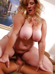Experienced BBW Deedra bares it all and jumps on top of her partner to ride his man pole