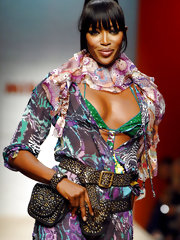 Sexy pics of Naomi Campbell on the catwalk and the red carpet