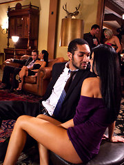 Swinger couples meet their friends in orgy