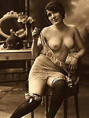 Ladies from the twenties showing their tits