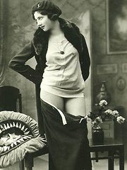 Twenties ladies showing their fine body parts