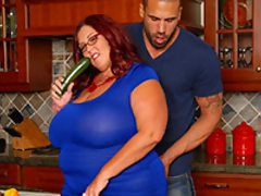 BBW FanFest Hall of Fame Nominee, Peaches Larue is back with another hot fucking scene. This plumper isn't only sexy and a freak, but she can cook in the kitchen as well. Peaches is making a peach pie for her man and is bring a big thick Zucchini to play